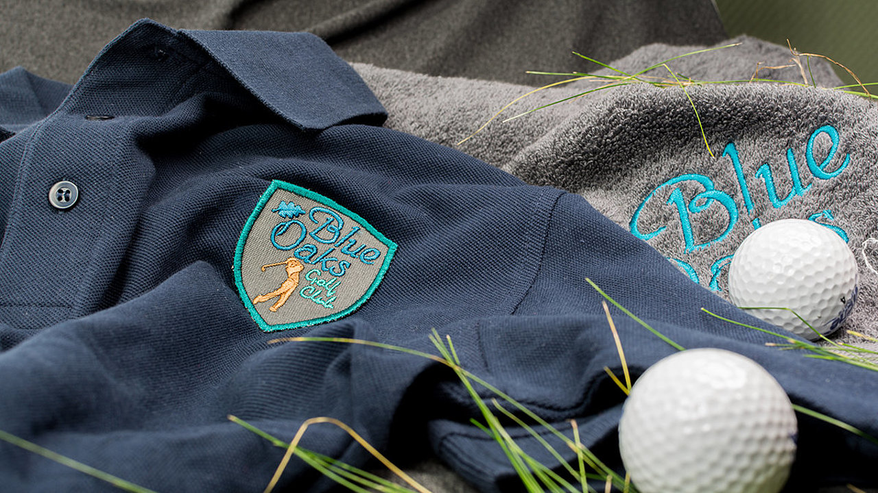 [Translate to Thailändisch:] embroidered golf wear polo and towel