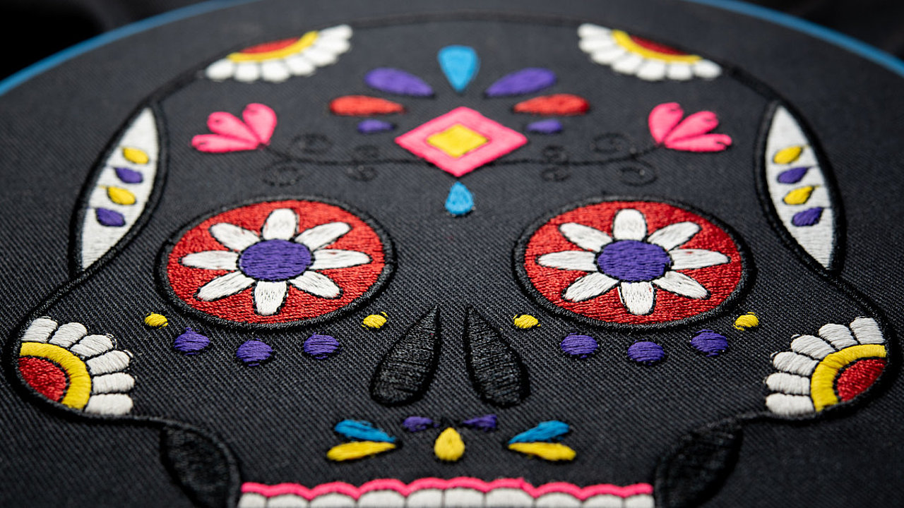 [Translate to Thailändisch:] embroidered mexican style skull Madeira Polyester thread