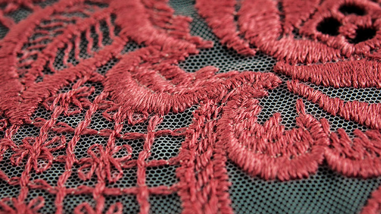 [Translate to Global Spanisch:] delicate red lace embroidery