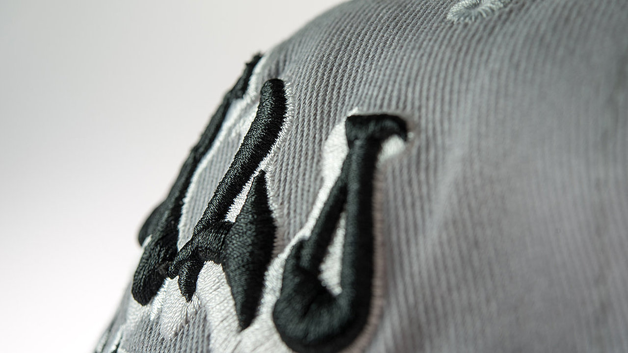 [Translate to Thailändisch:] close up of thick 3D letters embroidery on a cap