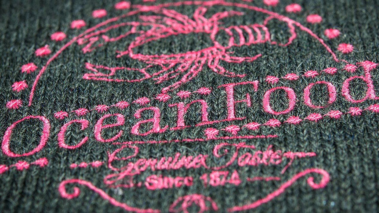 [Translate to Thailändisch:] Logo embroidery for lobster seafood restaurant